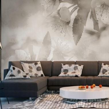 fotomural floral sepia con sofá marrón