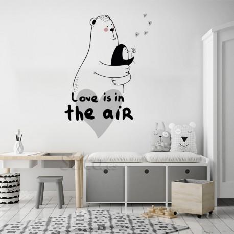 Vinilo infantil amor en pared blanca
