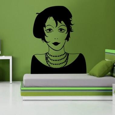 Mujer con Boina decoración con vinilo