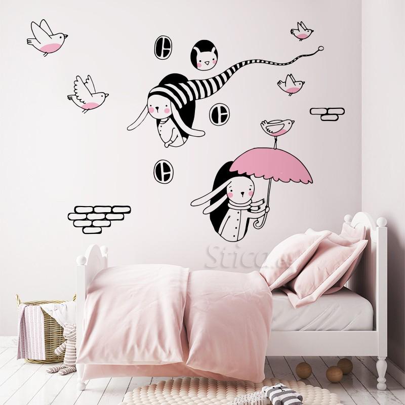 Vinilo transparente en pared ambiente rosa